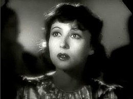 Luise Rainer in Dramatic School trailer.JPG