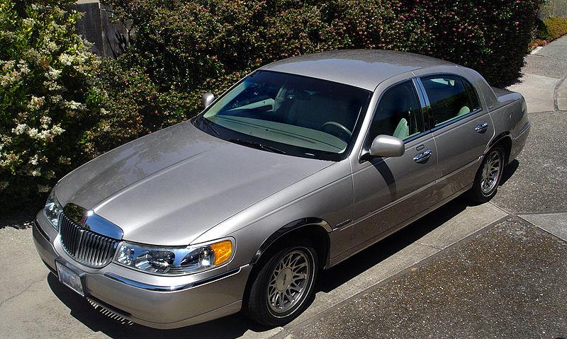 File:Luxury Car 2.jpg