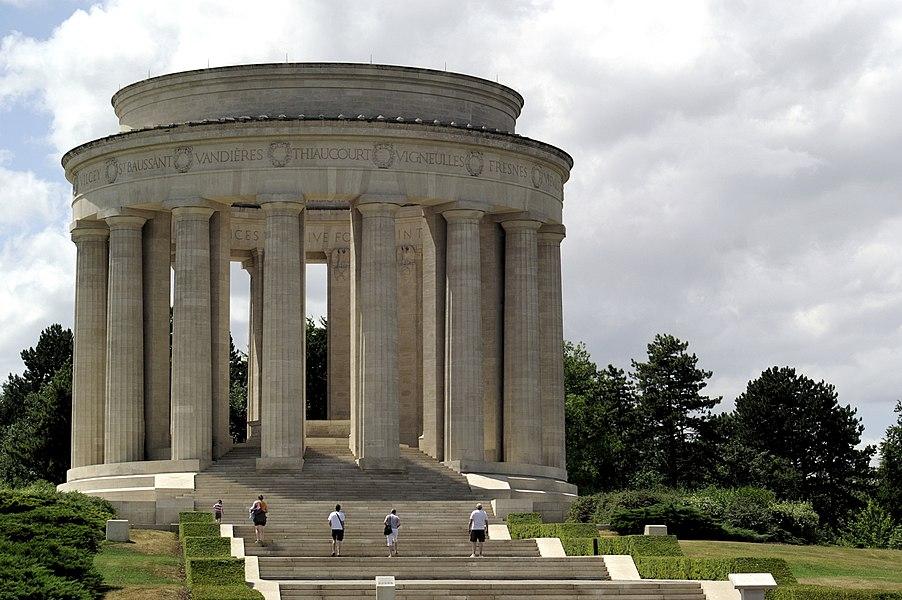 Monument commémorant les offensives menées par l'armée américaine sur le saillant de Saint-Mihiel (à environ quinze kilomètres à l'ouest de Montsec) lors de la Première Guerre mondiale, du 12 au 15 septembre et du 9 au 11 novembre 1918.