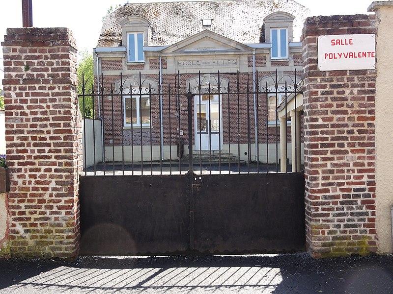 Mézières-sur-Oise (Aisne) salle polyvalente, ancienne école des filles