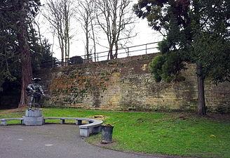 Maastricht2015, Stadswal Aldenhofpark met standbeeld D'Artagnan.jpg