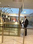 Man using the automatic gate in Munich airport 01.jpg