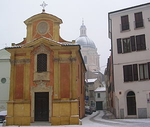 Madonna del Terremoto (Mantua) - Façade with dome of the Basilica di Sant'Andrea in background