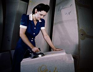 Self-sealing fuel tank - Manufacture of self-sealing gas tanks at Goodyear (1941)