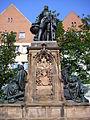 Martin-Behaim-Denkmal Theresienplatz Juni 2010 17.jpg