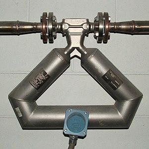 Mass flow meter - A mass flow meter of the coriolis type
