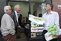 Mauricio Macri repartió bolsas reutilizables y biodegradables por los supermercados de Palermo (8051244298).jpg