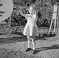 Meisje met grote ballon, Bestanddeelnr 252-0280.jpg