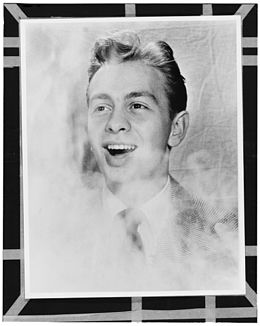 Mel Tormé, New York, N.Y., between 1946 and 1948 (William P. Gottlieb 08621).jpg