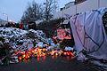Memorial to November 2015 Paris attacks at French embassy in Moscow 02.jpg