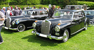 Mercedes-Benz W186 - A 1952 W186 (left) and 1962 300d (W189) (right)