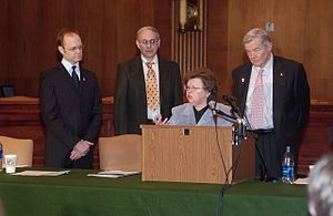 David Hyde Pierce - Maryland Senator Barbara Mikulski, Missouri Senator Kit Bond and Pierce at the Alzheimer's Press Conference to promote awareness