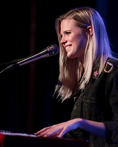 Picture of a band or musician: Molly Kate Kestner