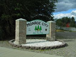 Welcome sign at the northern entrance to Monroe