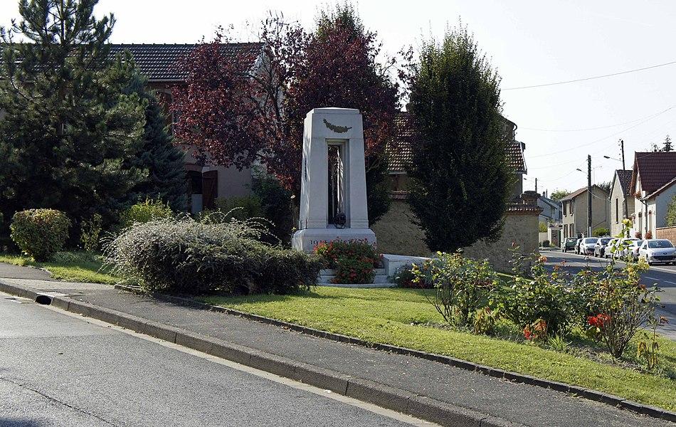 Monument aux morts photographié à Berru.