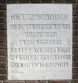 Monument V2 slachtoffers, Indigostraat Den Haag, middelste steen..png