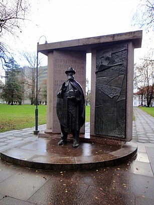 How to get to Hugo Treffneri monument with public transit - About the place