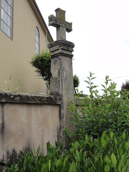 Moussey (Moselle) croix près l'église