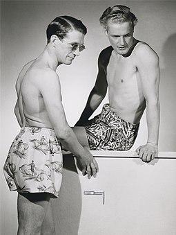 https://upload.wikimedia.org/wikipedia/commons/thumb/9/9b/NMA.0068112%2C_Fashion_Photo_by_Erik_Holm%C3%A9n_1947.jpg/255px-NMA.0068112%2C_Fashion_Photo_by_Erik_Holm%C3%A9n_1947.jpg