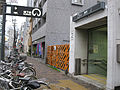 Nagoya-subway-H07-Kamejima-station-entrance-2-20100316.jpg