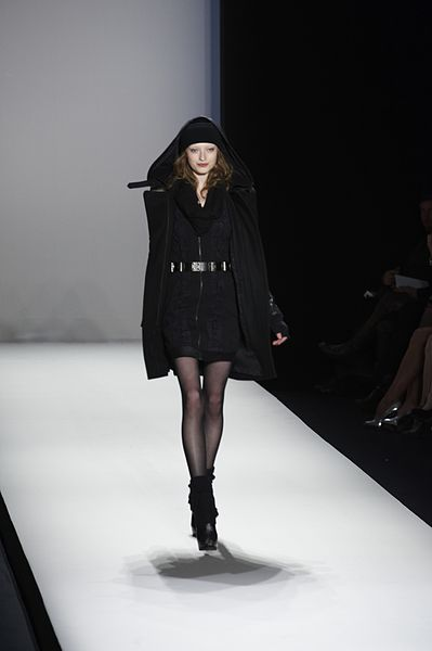 File:Nicole Miller Fall-Winter 2010 038.jpg