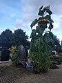 Noordwijk - RK begraafplaats - graf met zonnebloem.jpg