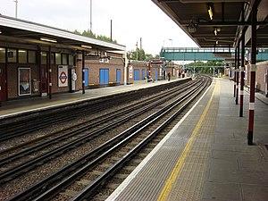 Northwood tube station - Image: Northwood northbound platform 2
