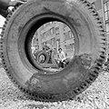 Nyíregyháza 1976, gumiabroncs, emberek. Fortepan 18570.jpg