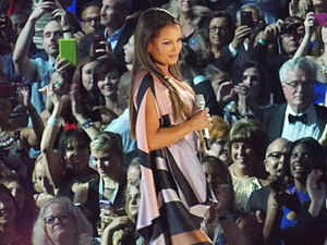 """Vanessa Williams - Vanessa Williams at the conclusion of her performance of """"Oh How the Years Go By"""" at Miss America 2016"""