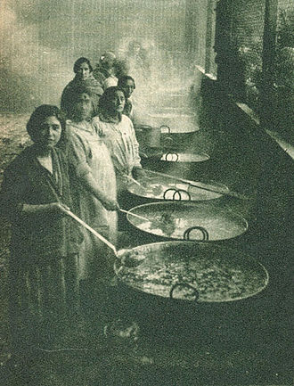Soup kitchen - Chilean women preparing soup kitchen meals in 1932