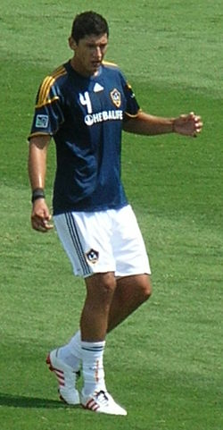 Omar Gonzalez at Galaxy at Earthquakes 2010-08-21 2.JPG