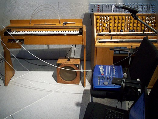 Left: Ondes Martenot (6G in 1960)