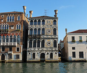 Palazzo Dario - The Palazzo Dario (centre) on the bank on the Grand Canal. To the left, is the gothic-style Palazzo Barbaro Wolkoff