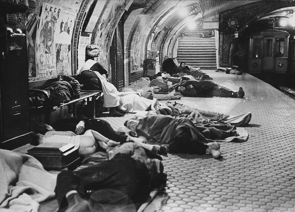 People of Madrid seek refuge in the metro during the Francoist bombings