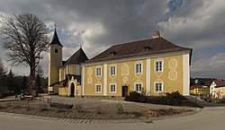 Pfarrkirche und Pfarrhof in Harbach.jpg