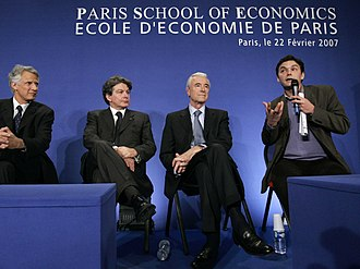 Paris School of Economics - France's Prime Minister Dominique de Villepin (L), Finance Minister Thierry Breton (2nd L), Education Minister Gilles de Robien (2nd R) and Thomas Piketty, director of the Paris School of Economics (PSE), attend the inauguration of the school in Paris, February 22, 2007.