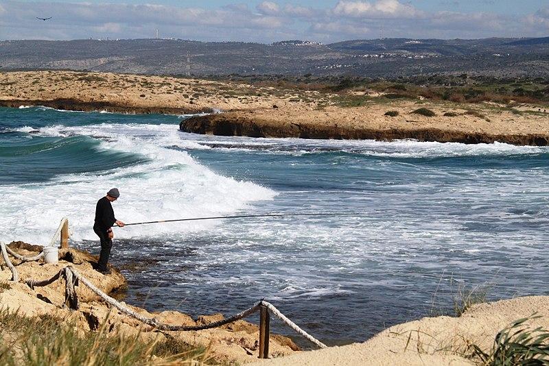 דייג בשמורת חוף הבונים