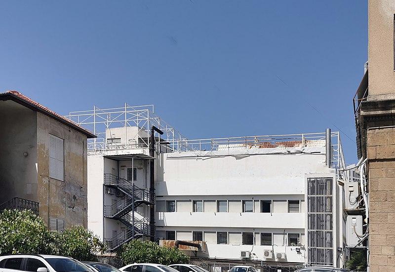 """הבית בין הבתים 7-9 ביהודה הלוי ת""""א"""