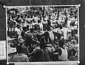 Plaatjes uit Nieuw Guinea , Hollandia massamaaltijd, Bestanddeelnr 906-8659.jpg