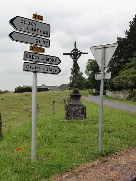 Pont-Saint-Mard (Aisne) croix de chemin, panneaux de route