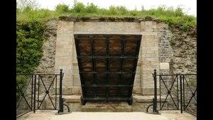 File:Pont-levis-fort-mt-vaudois.ogv