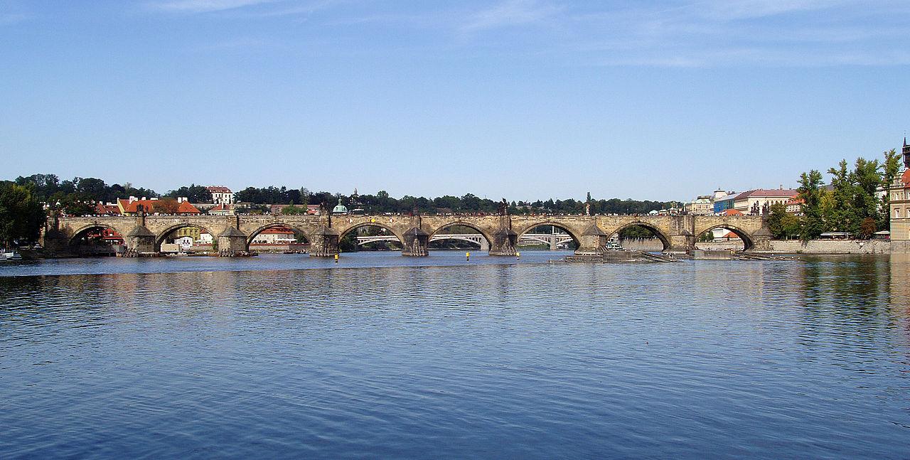 Praha 2005-09-20 karlův most.jpg