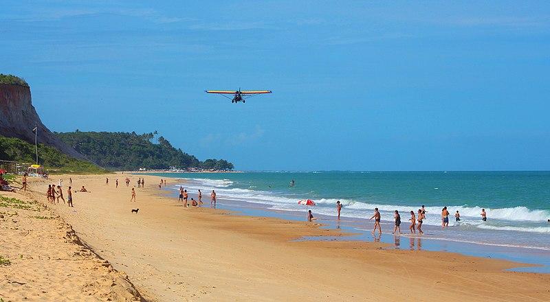 Praia de areia clara na Bahia