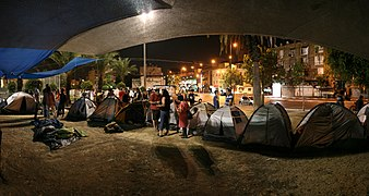 Protest encampment in Lewinsky's garden. South Tel Aviv. Sep. 2011.jpg