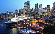 QE2 Sydney1