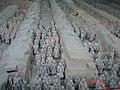 Qin Shihuang Terracotta Army, Pit 1 (9892094293).jpg