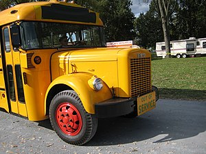 English: Restored 1940s-1950s REO school bus (...