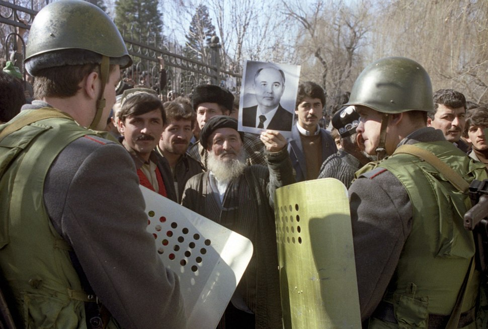 RIAN archive 699872 Dushanbe riots, February 1990