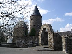 Rheinbach am Hexenturm.jpg