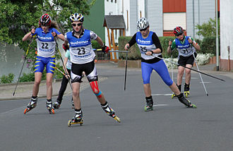 Roller skiing - Roller skiing race—Skating technique.